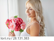 Купить «close up of woman with bunch of flowers», фото № 28131383, снято 20 апреля 2017 г. (c) Syda Productions / Фотобанк Лори
