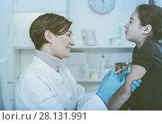 Купить «Doctor makes injection girl», фото № 28131991, снято 25 сентября 2018 г. (c) Яков Филимонов / Фотобанк Лори