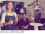 Купить «positive woman hairdresser thumbs up», фото № 28132215, снято 25 сентября 2018 г. (c) Яков Филимонов / Фотобанк Лори