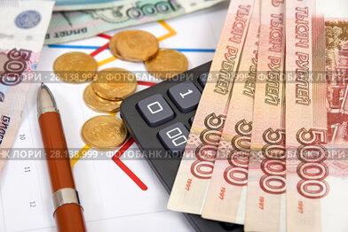 Российские деньги, графики, калькулятор и ручка