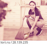 Купить «Girl sweeping garbage», фото № 28139235, снято 9 апреля 2017 г. (c) Яков Филимонов / Фотобанк Лори