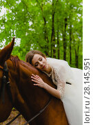 Beautiful young bride with the horse. Стоковое фото, фотограф Чебеляев Геннадий / Фотобанк Лори