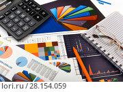 Купить «Калькулятор, таблицы, графики и диаграммы. Бизнес-натюрморт», эксклюзивное фото № 28154059, снято 11 марта 2018 г. (c) Юрий Морозов / Фотобанк Лори