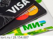 Купить «Пластиковые карточки платежных систем VISA, MasterCard, МИР, крупным планом», фото № 28154887, снято 12 марта 2018 г. (c) Алексей Букреев / Фотобанк Лори