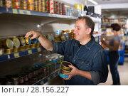 Купить «Portrait of an elderly man buying a preserves», фото № 28156227, снято 15 октября 2019 г. (c) Яков Филимонов / Фотобанк Лори