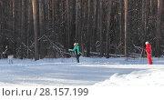 Купить «Лыжники на прогулка по Санаторным горкам. Город Заводоуковск», эксклюзивное фото № 28157199, снято 4 марта 2018 г. (c) Анатолий Матвейчук / Фотобанк Лори