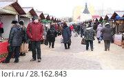 Купить «Dmitrov, Russia - March 10. 2018. sale of clothes in the central market on Trade area», видеоролик № 28162843, снято 10 марта 2018 г. (c) Володина Ольга / Фотобанк Лори