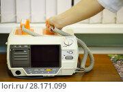 Купить «Doctor hand takes electroshock probes in hospital cabinet, noface», фото № 28171099, снято 20 ноября 2015 г. (c) Losevsky Pavel / Фотобанк Лори