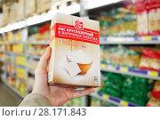 Купить «MOSCOW, RUSSIA - APR 27, 2016: Man is holding package of rice in big market METRO», фото № 28171843, снято 27 апреля 2016 г. (c) Losevsky Pavel / Фотобанк Лори