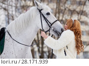 Купить «Young woman in white fur mantle kisses white horse in park», фото № 28171939, снято 15 января 2016 г. (c) Losevsky Pavel / Фотобанк Лори