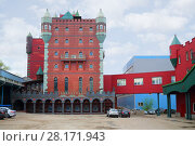 Купить «MOSCOW - APR 28, 2016: Facade of fish processing factory Sea Castle. Plant produces crab sticks and other frozen fish products since 1998», фото № 28171943, снято 28 апреля 2016 г. (c) Losevsky Pavel / Фотобанк Лори