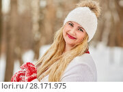 Купить «Portrait of young smiling woman with face covered by water droplets after melted snowflakes», фото № 28171975, снято 15 января 2016 г. (c) Losevsky Pavel / Фотобанк Лори