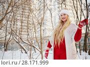 Купить «Young smiling woman walks in winter park near apartment buildings», фото № 28171999, снято 15 января 2016 г. (c) Losevsky Pavel / Фотобанк Лори