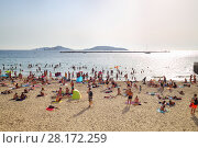 Купить «MARSEILLE, FRANCE - JUL 30, 2016: Sandy city beach and boardwalk. Marseille - largest port of France located on Mediterranean sea», фото № 28172259, снято 30 июля 2016 г. (c) Losevsky Pavel / Фотобанк Лори