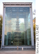 Купить «SEOUL - NOV 2, 2015: Marble tower of Wongaksa Pagoda in metal glass case. In ancient times, Seoul was completely surrounded by fortified wall height of seven meters to protect from animals and enemy», фото № 28172407, снято 2 ноября 2015 г. (c) Losevsky Pavel / Фотобанк Лори