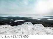 Купить «Зимний пейзаж. Великолепный вид с горы Кивакка на устье реки Оланга и озеро Пяозеро. Северная Карелия. Россия», фото № 28178655, снято 8 марта 2018 г. (c) Наталья Осипова / Фотобанк Лори
