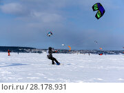 Купить «PERM, RUSSIA - MARCH 09, 2018: snow kiters compete in a race on the ice of a frozen lake in the background of a winter landscape», фото № 28178931, снято 9 марта 2018 г. (c) Евгений Харитонов / Фотобанк Лори