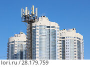 Купить «Антенны базовой станции. Вышка сотового оператора связи на фоне района новостроек. Самара», фото № 28179759, снято 13 марта 2018 г. (c) Ekaterina M / Фотобанк Лори