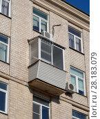Купить «Шестиэтажный.одноподъездный кирпичный жилой дом индивидуального проекта, построен в 1956 году. Улица Зорге, 10, корпус 3. Хорошевский район. Москва», эксклюзивное фото № 28183079, снято 27 февраля 2018 г. (c) lana1501 / Фотобанк Лори