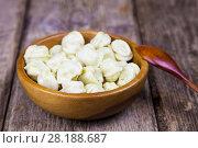 Купить «Dumplings in a wooden bowl», фото № 28188687, снято 2 марта 2018 г. (c) Елена Блохина / Фотобанк Лори
