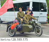 Купить «PYATIGORSK, RUSSIA - MAY 09, 2017: Men in uniform on a motorcycle M-72 with a cradle», фото № 28189175, снято 9 мая 2017 г. (c) Ирина Аринина / Фотобанк Лори