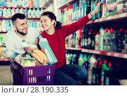 Купить «People buying detergents for house», фото № 28190335, снято 14 марта 2017 г. (c) Яков Филимонов / Фотобанк Лори
