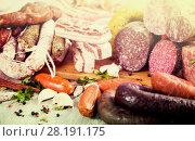 Купить «a lot of Fresh smoked sausages», фото № 28191175, снято 17 ноября 2016 г. (c) Татьяна Яцевич / Фотобанк Лори