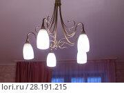 Купить «Huge chandelier closeup», фото № 28191215, снято 15 сентября 2019 г. (c) Ольга Сапегина / Фотобанк Лори