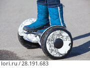 Купить «Человек на гироскутере, крупный план», фото № 28191683, снято 17 марта 2018 г. (c) Кекяляйнен Андрей / Фотобанк Лори