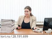Купить «Офис-менеджер сидит за столом и держит трубку телефона», фото № 28191699, снято 8 марта 2011 г. (c) Кекяляйнен Андрей / Фотобанк Лори