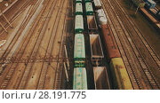 Купить «Railway yard with a lot of railway lines and freight trains. Aerial», видеоролик № 28191775, снято 22 февраля 2018 г. (c) Ярослав Ковальчук / Фотобанк Лори