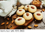 Купить «Nan Hathi.Indian traditional cookies with almonds», фото № 28191983, снято 31 октября 2017 г. (c) Надежда Мишкова / Фотобанк Лори