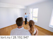 Купить «realtor with clipboard and couple at new home», фото № 28192947, снято 4 июня 2017 г. (c) Syda Productions / Фотобанк Лори