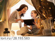 Купить «family with tablet pc in kids tent at home», фото № 28193583, снято 27 января 2018 г. (c) Syda Productions / Фотобанк Лори