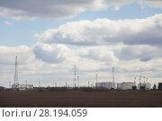 Купить «Oil Refinery with oil tanks on a cloudy summer day», фото № 28194059, снято 7 мая 2017 г. (c) Константин Шишкин / Фотобанк Лори