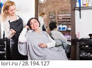 Купить «Mature female is consulting with master», фото № 28194127, снято 7 марта 2017 г. (c) Яков Филимонов / Фотобанк Лори