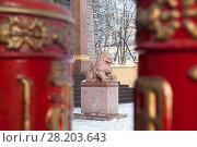 Купить «Лев-страж перед входом в буддийский храм «Дацан Гунзэчойнэй». Санкт-Петербург», эксклюзивное фото № 28203643, снято 20 марта 2018 г. (c) Румянцева Наталия / Фотобанк Лори