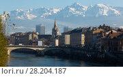 Купить «Grenoble with snowy Alps, France», фото № 28204187, снято 7 декабря 2017 г. (c) Яков Филимонов / Фотобанк Лори