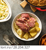 Купить «Traditional Irish dinner with corned beef and colcannon», фото № 28204327, снято 9 марта 2018 г. (c) Елена Веселова / Фотобанк Лори