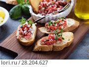 Roasted tomatoes bruschetta with thyme. Стоковое фото, фотограф Елена Веселова / Фотобанк Лори