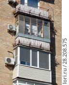 Купить «Восьмиэтажный пятиподъездный кирпичный жилой дом серии II-08, построен в 1960 году. Улица Куусинена, 4a, корпус 1. Хорошевский район. Город Москва», эксклюзивное фото № 28208575, снято 20 марта 2018 г. (c) lana1501 / Фотобанк Лори