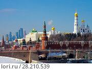 Купить «Московский кремль солнечным зимним днем», фото № 28210539, снято 27 февраля 2018 г. (c) Natalya Sidorova / Фотобанк Лори