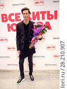 Купить «MOSCOW - OCT 9, 2016: Singer and composer Mark Tishman at All hits of Humor concert in Crocus City Hall», фото № 28210907, снято 9 октября 2016 г. (c) Losevsky Pavel / Фотобанк Лори