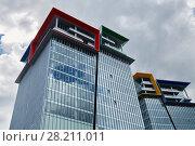 Купить «MOSCOW, RUSSIA - JUN 13, 2016: Multifunctional complex Kuntsevo Plaza. Total area of 235 thousand sq.m., opened in the west of Moscow in January 2015.», фото № 28211011, снято 13 июня 2016 г. (c) Losevsky Pavel / Фотобанк Лори