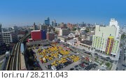 Купить «NEW-YORK - AUG 25, 2014: Cityscape with car parking near railway and Home2 Suites by Hilton at summer sunny day. Aerial view», фото № 28211043, снято 25 августа 2014 г. (c) Losevsky Pavel / Фотобанк Лори