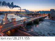 Bridge of Bogdan Khmelnitsky, Borodinsky bridge on Moskva river in winter evening in Moscow. Стоковое фото, фотограф Losevsky Pavel / Фотобанк Лори