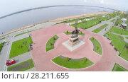Купить «SAMARA - MAY 05, 2015: Embankment with monument of Prince Grigory Zesekin at spring sunny day. Aerial view video frame», фото № 28211655, снято 5 мая 2015 г. (c) Losevsky Pavel / Фотобанк Лори