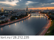 Borodinsky bridge with illumination on Moskva river in evening in Moscow, Russia (2015 год). Стоковое фото, фотограф Losevsky Pavel / Фотобанк Лори