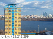Купить «KRASNOGORSK, RUSSIA - APR 10, 2016: Tall residential building, river and Moscow city view, Krasnogorsk is city of regional subordination in Moscow Region, population - 153393», фото № 28212299, снято 10 апреля 2016 г. (c) Losevsky Pavel / Фотобанк Лори