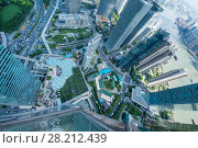 Купить «SHANGHAI - AUG 13, 2015: Above view of skyscrapers and river quay, view from IFC hotel, 990 skyscrapers are in Shanghai», фото № 28212439, снято 13 августа 2015 г. (c) Losevsky Pavel / Фотобанк Лори